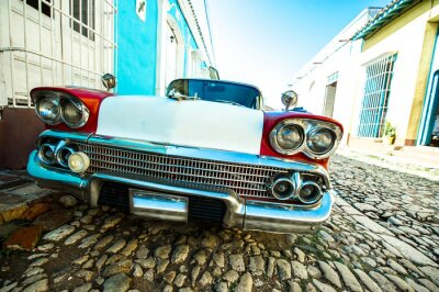 Canvastavlor voiture dans petite rue de trinidad