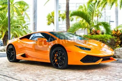 Canvastavlor Miami, Florida, USA-19 februari 2016: Supercar Lamborghini Aventador orange färg parkerade bredvid Ocean drive på South Bech på Miami, Florida. Lamborghini är känd dyr bil varumärke bil