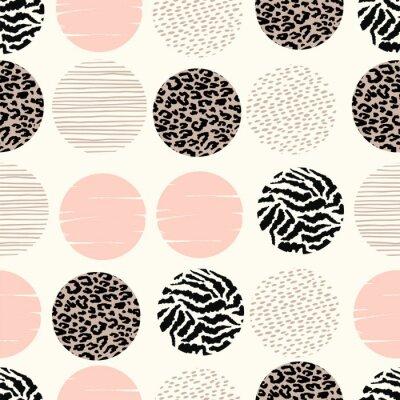 Fototapet Abstrakt geometriskt sömlöst mönster med djurtryck och cirklar.