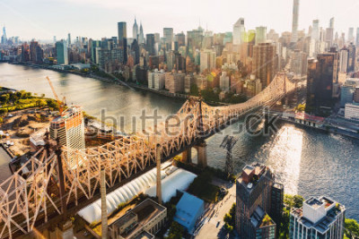 Fototapet Aerial view of the Ed Koch Queensboro Bridge over the East River in New York City