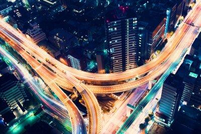 Fototapet Antenn-view motorvägen korsning på natten i Tokyo, Japan