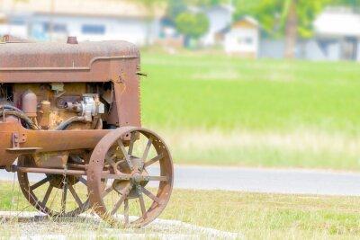 Fototapet antika traktor i risfält