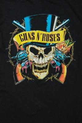Fototapet AVEIRO, PORTUGAL - JULI 20, 2016: Guns n 'Roses merchandise t-shirt illustration. Guns N 'Roses är världens mest sålda band hela tiden.