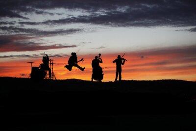 Fototapet Band uppträder live under utanför konsert