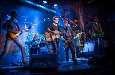 Fototapet Band utför på scen, rockmusik konsert