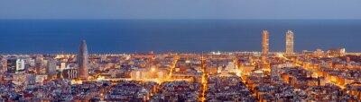 Fototapet Barcelona skyline panorama vid Blå Timmen
