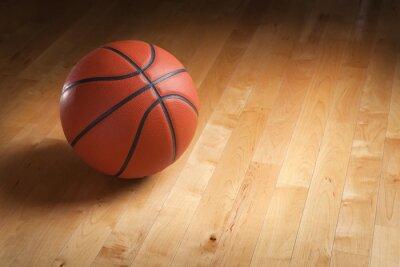 Fototapet Basket på lövträ domstol golvet med punktbelysning