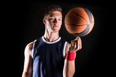Fototapet Basketspelare snurrande boll på finger