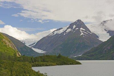 Fototapet Berg och glaciärer i en avlägsen dal