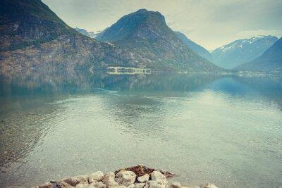 Fototapet Berg och sjö i Norge,