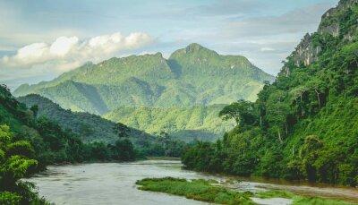 Fototapet Berg Rainflodlandskap vid North Laos