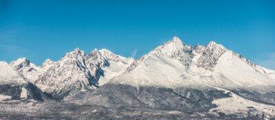 Fototapet Bergslandskap, snötäckta höga berg och blå himmel