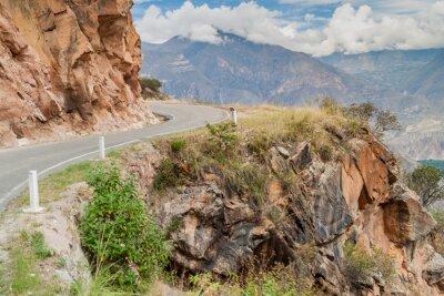Fototapet Bergsväg mellan Balsas och Leimebamba, Peru.