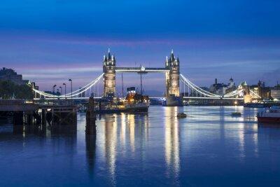 Fototapet Berömda Tower Bridge på natten, London, England, Storbritannien