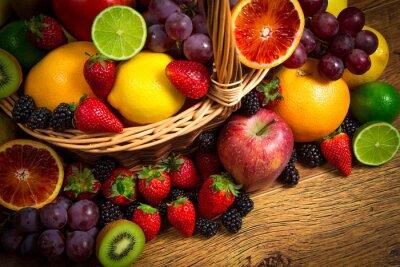Fototapet Blandning av färsk frukt på vide bascket