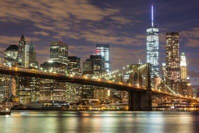 Fototapet Brooklyn Bridge och Downtown Skyskrapor i New York på skymningen