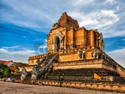Fototapet Buddhistiska templet Wat Chedi Luang. Chiang Mai, Thailand