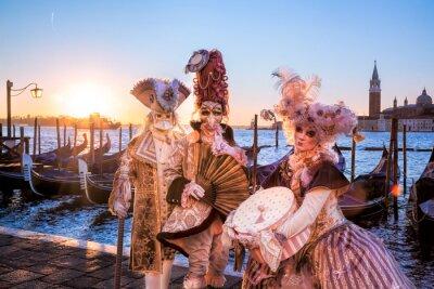 Fototapet Carnival masker mot soluppgången i Venedig, Italien