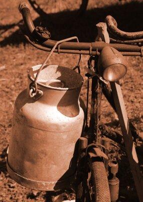 Fototapet cykel av förra seklet som används för att transportera mjölk