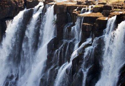 Fototapet Detalj av fallande vatten Victoria Falls. Närbild. Mosi-oa-Tunya nationalpark. och världsarv. Zambiya. Zimbabwe. En utmärkt illustration.