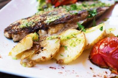 Fototapet Dorado fiskfilé med grönsaker