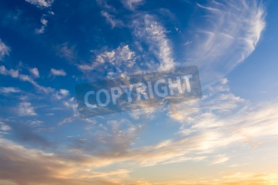 Fototapet Dramatisk himmel med vita moln