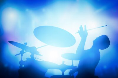 Fototapet Drummer spela på trummor på musikkonsert. klubb lampor