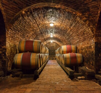 Fototapet Ekfat i en underjordisk vinkällare