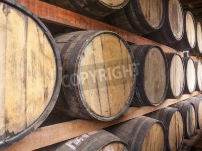 Fototapet Ekfat staplade för lagring av alkoholdrycker såsom vin, whisky, rom, och etc.