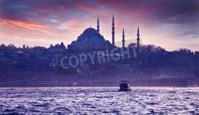 Fototapet En båttur på Bosporen vid solnedgången. Istanbul vid solnedgången. Evening Istanbul. Turistresa i Turkiet.