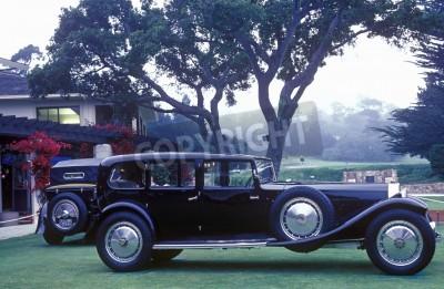 Fototapet En långsträckt Bugatti utställda på 35: e Pebble Beach Concours d'Ellegance, 6 Bugatti Royales.