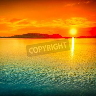 Fototapet Fantastisk solnedgång över havet.