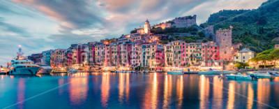 Fototapet Fantastisk vår panorama över Portovenere stad. Underbar kvällscen i Medelhavet, Ligurien, La Spezia, Italien, Europa. Resande koncept bakgrund.