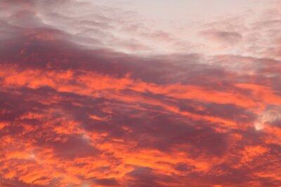 Fototapet Färgglada varma moln på himlen vid solnedgången