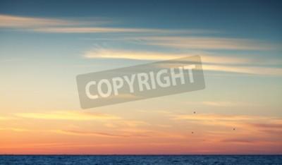 Fototapet Färgrik solnedgång sky över Atlanten, naturliga bakgrundsfoto med varma tonala korrigering fotofilter