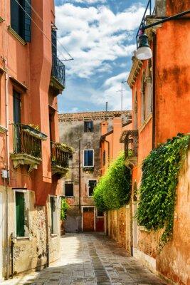 Fototapet Fasader av gamla hus på Calle Gradisca Cannaregio, Venedig