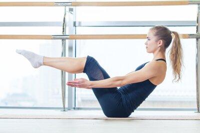 Fototapet fitness, sport, träning och livsstilskoncept - kvinna gör
