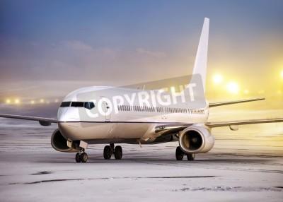 Fototapet flygplats och vit plan på icke-flygväder, vintertid