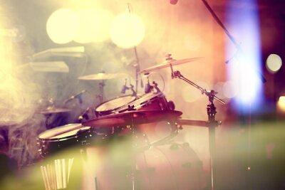 Fototapet  Fondo de la música en vivo. Bateria sobre el escenario.Concierto.