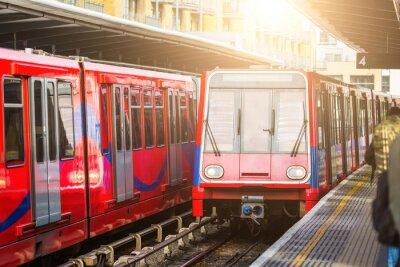 Fototapet Förarlösa stads tåg på stationen i London