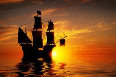 Fototapet Gamla antika piratskepp på fredlig havet vid solnedgången.