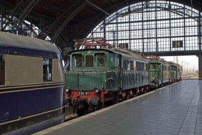 Fototapet Gamla lok på järnvägsstationen