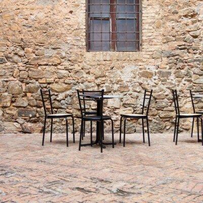 Fototapet Gamla uteservering i en traditionell Toscana gata
