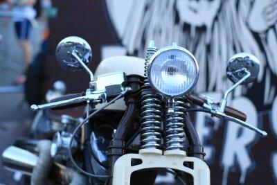 Fototapet Gamla vintage motorcykel med kromdetaljer och en strålkastare