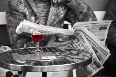 Fototapet Glas vin i en pub - Paris, Frankrike