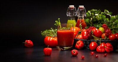 Fototapet Glasögon med färska ekologiska grönsaker och fruktjuicer isolerade o