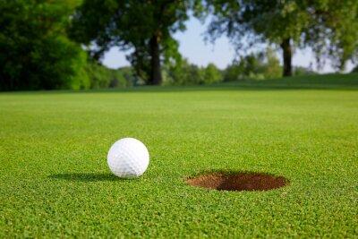 Fototapet Golfboll på den gröna