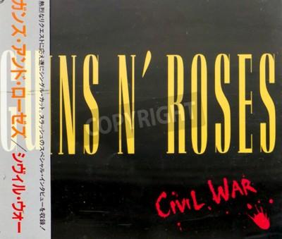 Fototapet GOMEL, VITRYSSLAND - 18 augusti 2015: CD Guns N Roses inbördeskriget (1993), Guns N Roses är ett amerikanskt hårdrocksband från Los Angeles bildades 1985.