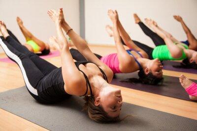Fototapet Grupp kvinnor under yoga