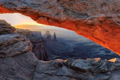 Fototapet Gul soluppgång på röda Mesa-båge i Canyonlands National Park, Utah, USA